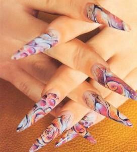 Абстрактный рисунок на ногтях