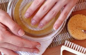 Негрибковые болезни ногтей на руках требуют незамедлительного домашнего лечения