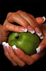 Ухоженные и привлекательные ногти доступны в домашних условиях