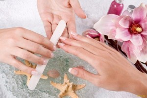 Ошибка мастера может стать причиной отслоения ногтя