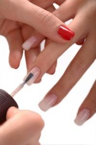 Красить ногти начинайте с мизинца