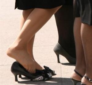 Неудобная и тесная обувь - причина появления мозолей