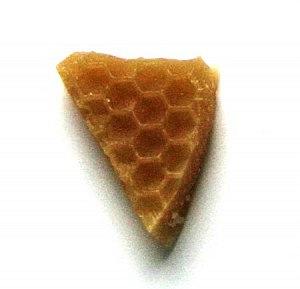 Пчелиный воск способствует скорейшему избавлению от бородавок и многих других недугов