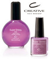 В завершение покрываем ногти сверхтвердым блестящим покрытием Super Shiney