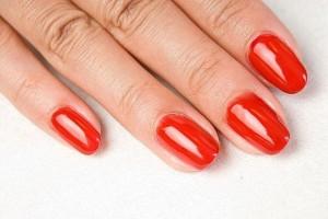 Гелевый лак в неизменном состоянии способен продержаться на ногтях до трех недель