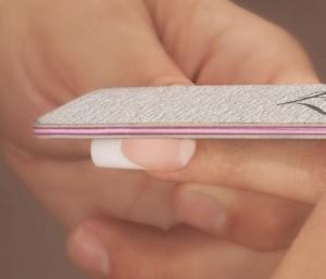 После закрепления геля нарощенным ногтям необходимо придать форму