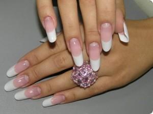 Самой популярной сегодня есть миндалевидная и овальная форма ногтей