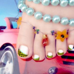 При желании, красивый дизайн ногтей украсит ваши ножки