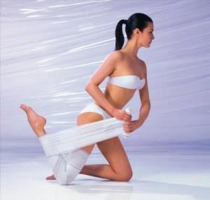 Процедура обертывания легко вернет вашим ножкам красоту и здоровье