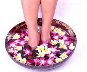 Соляные ванночки для ног с шалфеем помогут избавится от проблемы вросшего ногтя