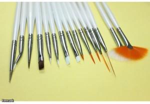 Основным инструментом создания нейл арта ногтей являются различные кисти