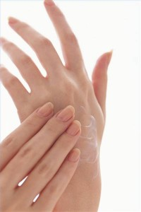 Трещины на коже пальцев рук могут появиться по многим причинам