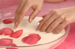 Балуйте свои ногти различными питательными ванночками