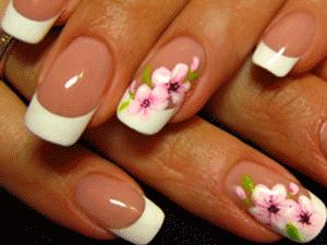 Рисунок на коротких ногтях не всегда уместен, но очень красиво он будет выглядеть украшением на безыменных пальцах